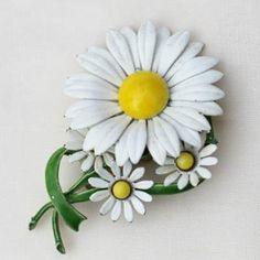Large Daisy Flower Brooch Pin