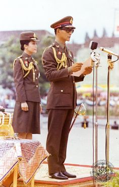 Our Beloved King & Queen King Phumipol, King Rama 9, King Of Kings, King Queen, King Picture, King Photo, King Thailand, Modern World History, Queen Sirikit