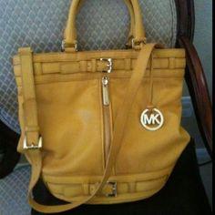 2013 Cheap Michael Kors bags online shop.$68