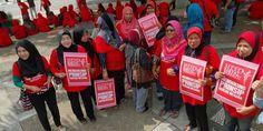Video Langsung Perhimpunan Baju Merah - http://malaysianreview.com/144584/video-langsung-perhimpunan-baju-merah/