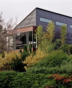 This custom residence is situated on a 3,450 sqf urban infill lot in an established neighborhood in West Seattle. The house was oriented east and west to