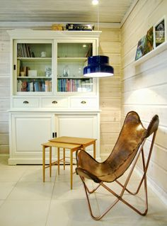 Tarja's Snowland, http://tarja-snowland.blogspot.fi, leather butterfly chair, bumling pendant lamp, vintage table,