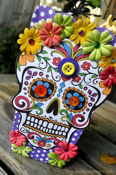 This month, I was given a popcorn box and asked to do something for Halloween. Of course, I ended up going off course and created a Dia de Los Muertos ...