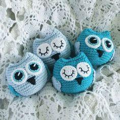 Baby Owls - free crochet pattern in English and Swedish at Diwybytitti Owl Crochet Patterns, Crochet Birds, Crochet Patterns For Beginners, Crochet Animals, Crochet Designs, Crochet Flowers, Freeform Crochet, Knit Crochet, Free Crochet