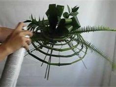 Flore Alliance - Création d'un bouquet de mariée | Salon du Mariage - YouTube