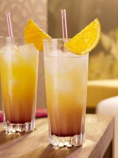 Cocktail Malibu Sunrise pour 6 personnes - Recettes Elle à Table Malibu Cocktails, Malibu Sunrise, Malibu Rum Drinks, Summer Cocktails, Cocktail Party Food, Cocktail Drinks, Cocktail Recipes, Cocktail Thermomix, Cocktail Tequila Sunrise
