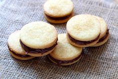 Nutella shortbread cookies are the new Oreo Nutella Brownies, Chocolate Mug Cakes, Chocolate Desserts, Homemade Nutella Recipes, Baking Recipes, Dessert Recipes, Dessert In A Mug, Shortbread Cookies, Cooking Time