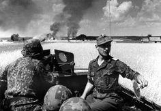 "1944, Union Soviétique, Le SS-Untersturmführer Gerhard Mahn du 11./SS-Panzergrenadier-Regiment 9 ""Germania"" au combat, dans son SdKfZ"