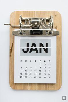 DIY-Upcycling-Projekt: Ein Ordner, ein Frühstücksbrett und ein gratis Printable werden zum Kalender 2016. Ein Klemmbrett mal anders: Kalender Klemmbrett!