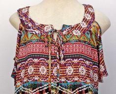 Blusa em viscose com estampa étnica, com aberturas nas mangas e amarração no decote <br>Tam: G <br>Medidas: <br>Comprimento: 66cm / Busto: 56cm/ Quadril: 60cm