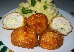 Kijevi csirkegolyó Meat Recipes, Chicken Recipes, Cooking Recipes, Good Food, Yummy Food, Hungarian Recipes, Recipes From Heaven, No Cook Meals, Street Food