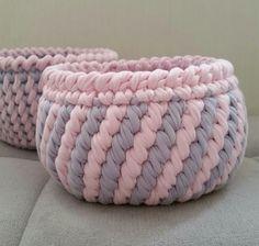 Ideas crochet baby boots yarns for 2019 Crochet Bowl, Crochet Basket Pattern, Crochet Yarn, Crochet Stitches, Free Crochet, Crochet Patterns, Crochet Storage, Crochet Baby Boots, Fabric Yarn
