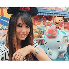 Porque nem só de brinquedos radicais é feita a Disney. Hoje foi dia de passear com meu amigo Dumbo. Olha a carinha dele! Nhoim  #aerodisney15 #disney  blogricademarre