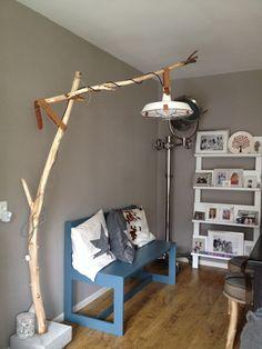 Een lamp gemaakt van een tak met een voet van beton #boomlamp #diy