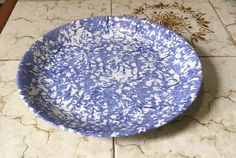 """Poole Pottery Splatter """"Poole Blue"""" Dinner Plate Very Rare. by Eddystone on Etsy Blue Dinner Plates, Decorative Plates, Pottery, Tableware, Etsy, Color, Home Decor, Ceramica"""