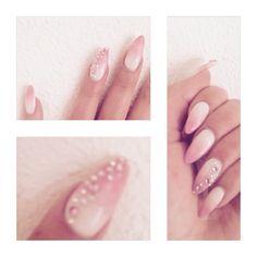 Ombre nail art wit roze parelmoer stilleto acryl