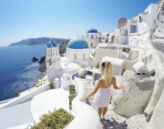 Son voyage en Grèce Santorini, Emma Verde, Travel Photographie, Summer Photos, Youtubers, Travel Inspiration, Greece, Around The Worlds, Poses