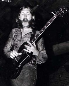 http://thecelebritycafe.com/feature/2013/10/remembering-duane-allman  Remembering Duane Allman: Condensed bio with videos