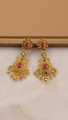 Handcrafted scrolls enhance the vivid hues on the gold earrings Gold Jhumka Earrings, Gold Bar Earrings, Jewelry Design Earrings, Gold Earrings Designs, Ear Jewelry, Simple Earrings, Necklace Designs, Gold Bangles Design, Gold Jewellery Design