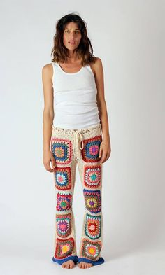 Granny square pants: https://www.facebook.com/hojarascatextil/photos/pcb.802105776502508/802103959836023/?type=1&theater