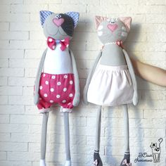 Кот и трусы в горошек Fabric Toys, Fabric Scraps, Sewing Toys, Baby Sewing, Doll Patterns, Sewing Patterns, Stuffed Animal Cat, Fabric Animals, Animal Quilts
