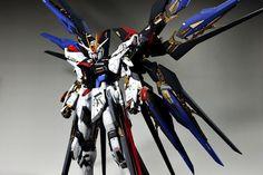 PG 1/60 ZGMF-X20A Strike Freedom Gundam  Modeled by Naver