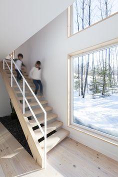 MAISON UNIFAMILIALE SAINT-SAUVEUR — DKA Architectes Stair Ladder, Saint Sauveur, Forest House, Grand Designs, Cabins In The Woods, Architecture Details, House Plans, Stairs, Loft