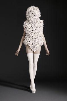 Paris Fashion Week Day 1 Gareth Pugh Spring/Summer 2015 Ready to wear 23 September 2014 London Fashion Weeks, Fashion Week Paris, Fashion Spring, Gareth Pugh, Fashion Art, High Fashion, Fashion Show, Fashion Design, Latex Fashion