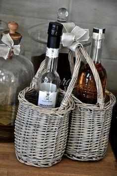 Rottingkurv til alt fra oljeflasker til oppvaskmiddel, kjemep tøff og morsom å pynte opp kjøkkenbenken eller oppvaskkómmen med.
