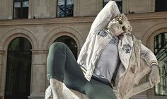The photographer Leo Caillard had the unique idea to combine the art of ancient sculptures with the hipster dresses. In this series of photographs, he transforms these statues into pure hipster style. Estilo Hipster, Mode Hipster, Hipster Humor, Ancient Greek Sculpture, Greek Statues, Hipster Outfits, Modern Outfits, Hipster Clothing, Modern Clothing
