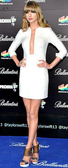 Taylor Swift's Bold Fashion Evolution, from Cowgirl to Couture Taylor Swift Cute, Taylor Swift Style, Taylor Swift Pictures, Taylor Alison Swift, Celebrity Look, Celebrity Dresses, Taylor Swift Wallpaper, Forever Girl, Short Dresses