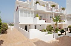 #Duplex located in the area of Princesa Kristina, #Manilva with 2 beds, 2 baths, kitchen, dining room, 2 terraces, sea + mountain views €85k Kitchen Dining, Dining Room, Terraces, Investment Property, Mountain View, Baths, New Homes, Sea, Mansions