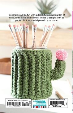 Make a crochet garden - 9 stylish projects for succulents, cacti and flowers - . - Gartengestatung 2019 - Make a crochet garden – 9 stylish projects for succulents, cacti and flowers – …, - Succulent Display, Hanging Succulents, Colorful Succulents, Crochet Cactus, Crochet Flowers, Crochet Gifts, Cute Crochet, Things To Crochet, Pencil Cup Holder