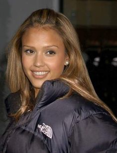 """Jessica Alba in black The North Face """"Nuptse"""" down jacket Visit the post for more. North Face Nuptse Jacket, North Face Jacket, North Face Outfits, Jessica Alba Pictures, Jessica Alba Hair, Fall Fashion Outfits, Girl Crushes, Taurus, Pretty People"""