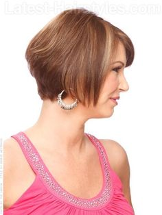 Classic Graduated Bob: What makes this bob so beautiful is that its graduation follows an invisible line that is parallel to the jawline from the occipital bone to the chin. This gives its wearer a beautiful, sexy profile that is guaranteed to match her bone structure.