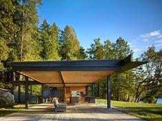 Особняк Pole Pass Retreat, спроектированный архитектурным бюро Olson Kundig, расположен на острове Сан-Хуан в Вашингтоне, США. Построенный прямо на побережье, он предлагает панорамные виды на море Селиш и близлежащие острова, а также граничит с густым лесом. Созданный для спокойного отдыха в круг...