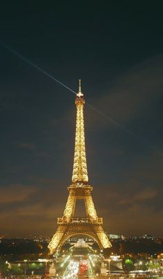 Eiffel Tower in Paris, France | What to do when you only have 72 hours to travel around the city. #photography