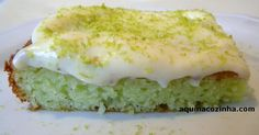 Bolo Verde - Bolo Verde Ingredientes  4 ovos  1 copo de iogurte natural (170g ou 200g)  1 copo de óleo (meça com o copo do iogurte)  1 pacotinho de gelatina sabor limão  1 pacote de mistura para bolo sabor limão  1 colher (de sopa) de fermento  Cobertura  1 lata de leite condensado  2 limões (o suco e a raspa)