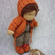 77 vind-ik-leuks, 2 opmerkingen - Ankie-art.Waldorf poppen (@ankiedegenkamp) op Instagram: 'Met jasje..... #waldorf #daisybook #handmade #madeliefjeboek #madeliefje…' Waldorf Dolls, Crochet Hats, Teddy Bear, Toys, Animals, Instagram, Knitting Hats, Activity Toys, Animales
