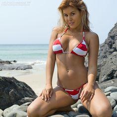 The thong bikini is sexy AF and you can be too. Choose from a myriad of colours, fabrics and styles or thong bikini to own the beach like a boss. Bikini Girls, Bikini Set, Sexy Beach Wear, Swimsuit Edition, Model Gallery, Striped Bikini, Swimsuits, Swimwear, Summer Girls