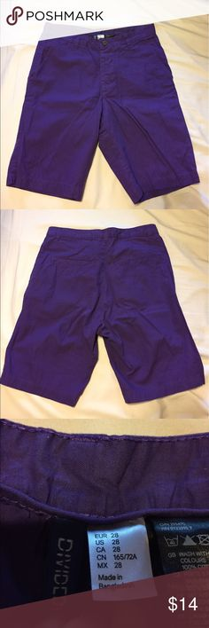 🔥MENS PURPLE SHORTS🔥DIVIDED H&M BRAND SIZE 28 Divided brand Men's purple shorts are in excellent condition. Size 28. 2 back pockets. H&M Shorts