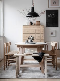 6 Scandinavian Dining Room To Covet Dining Room Walls, Dining Room Design, Living Room Decor, Home Office Design, Interior Design Kitchen, Bright Apartment, Attic Apartment, Appartement Design, Luxury Dining Room