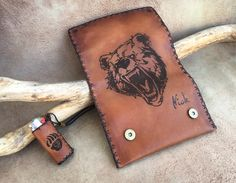 Leather Tobacco Pouch with bear engraving Leather Tobacco Pouch, Leather Pouch, Leather Dye, Leather Craft, Leather Engraving, Bear Drawing, Small Quotes, Make A Gift, Craft Work