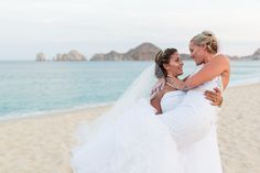 For more wedding photos posing ideas visit: http://www.myweddinginloscabos.com/category/los-cabos-wedding-photographers/