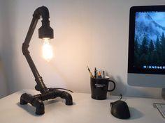 Ler artigo sobre Faça você mesmo: Luminária com cano PVC em De Toda Forma Pvc Pipe Furniture, Nerd Decor, Pvc Tube, Pvc Pipe Projects, Lamp Design, Diy And Crafts, Lights, Professional Blender, Lampshades