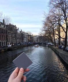 Seid ihr bereit für das Wochenende? Heute gibt es ein Bild der Wanderfliese aus dem schönen Amsterdam. Ein tolles Wochenende wünschen wir euch.