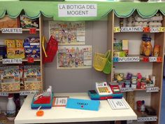El racó de la botiga (Escola Mogent del Vallès) Class Decoration, School Decorations, Play Grocery Store, Role Play Areas, Community Workers, Dramatic Play Area, Play Centre, Play Spaces, Food Themes