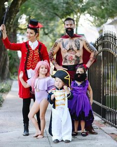 Disney Costumes The Greatest Showman Halloween Costumes. Find out how we put this look together for halloween and what items we used Circus Halloween Costumes, Circus Costume, Theme Halloween, Disney Costumes, Halloween Kids, Circus Family Costume, Family Costumes For 4, Matching Family Halloween Costumes, Classic Halloween Costumes