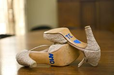 Novia: Heidi Tolderlund Zapatos: Laila Frank. #LailaFrank #shoes #design  #party #Bride #Bridal #Wedding #novia #boda #casamiento #zapato #tacos #elegant #style #Love