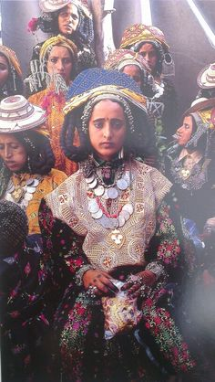 Portrait of a Yemeni girl Cultures Du Monde, World Cultures, We Are The World, People Around The World, Folklore, Costume Ethnique, Beauty Around The World, Mode Boho, Cultural Diversity
